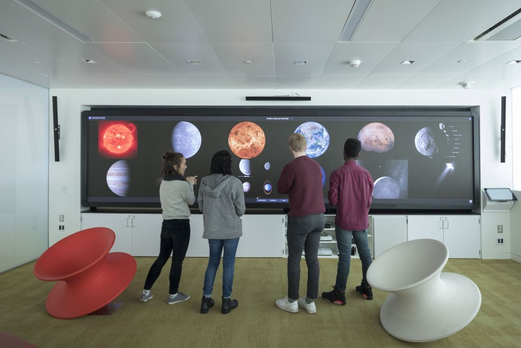 Students analyzing the screen in the game lab