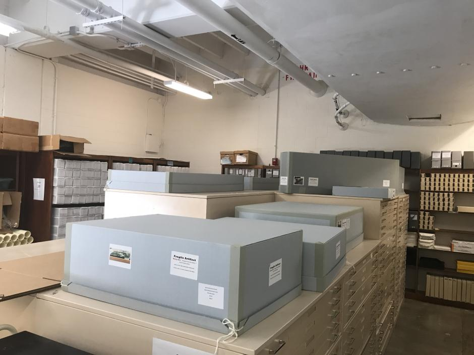 Custom containers and flat folder storage