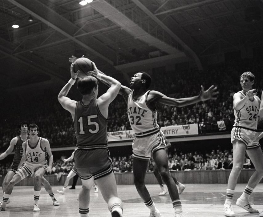 Al Heartley (No. 32) in a game against Maryland, 1969 or 1970 (photo by Ed Caram)