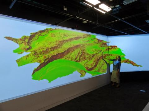 Helena Mitasova using GRASS GIS in the Teaching and Visualization Lab.