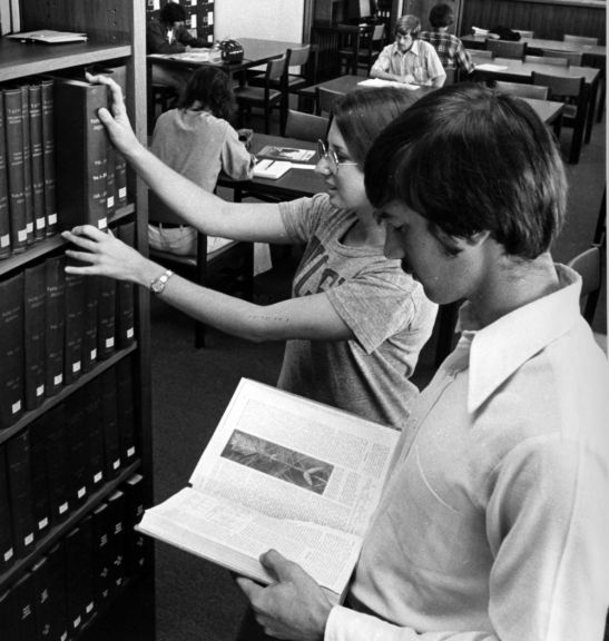 Pulp and paper students in Natural Resources Library, 1977
