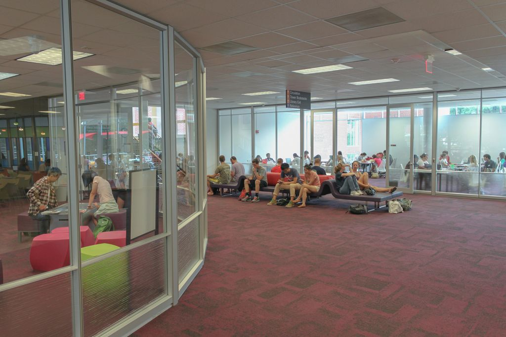Carpeted seating area outside of Hill Library's silent reading room.