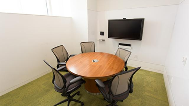 Graduate Student Group Study Rooms - Medium