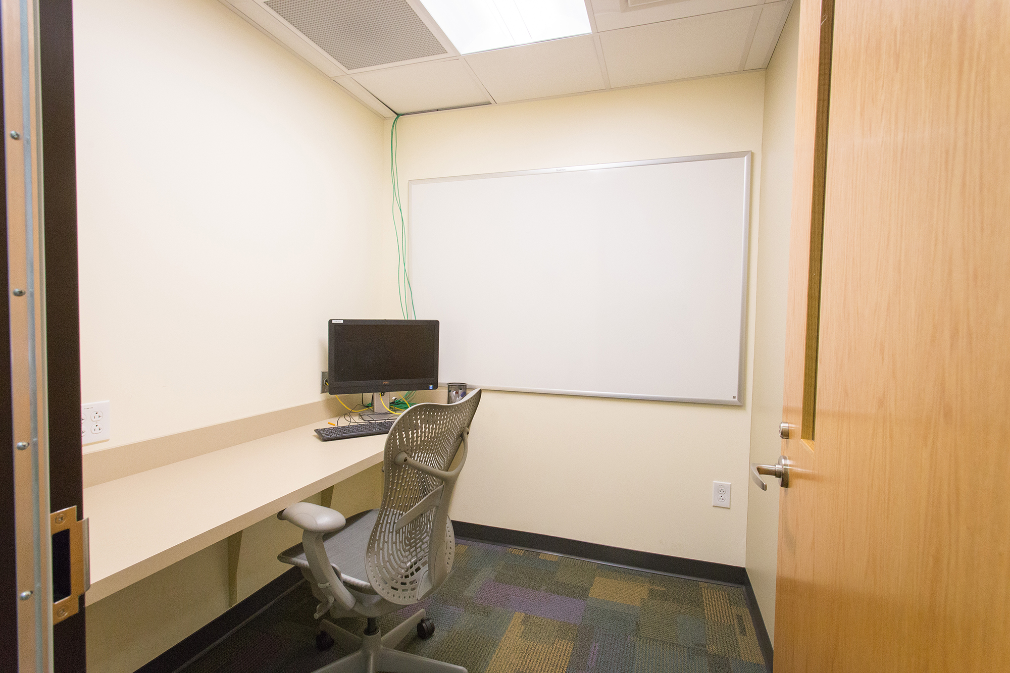 Individual quiet study room at the Veterinary Medicine Library at NC State