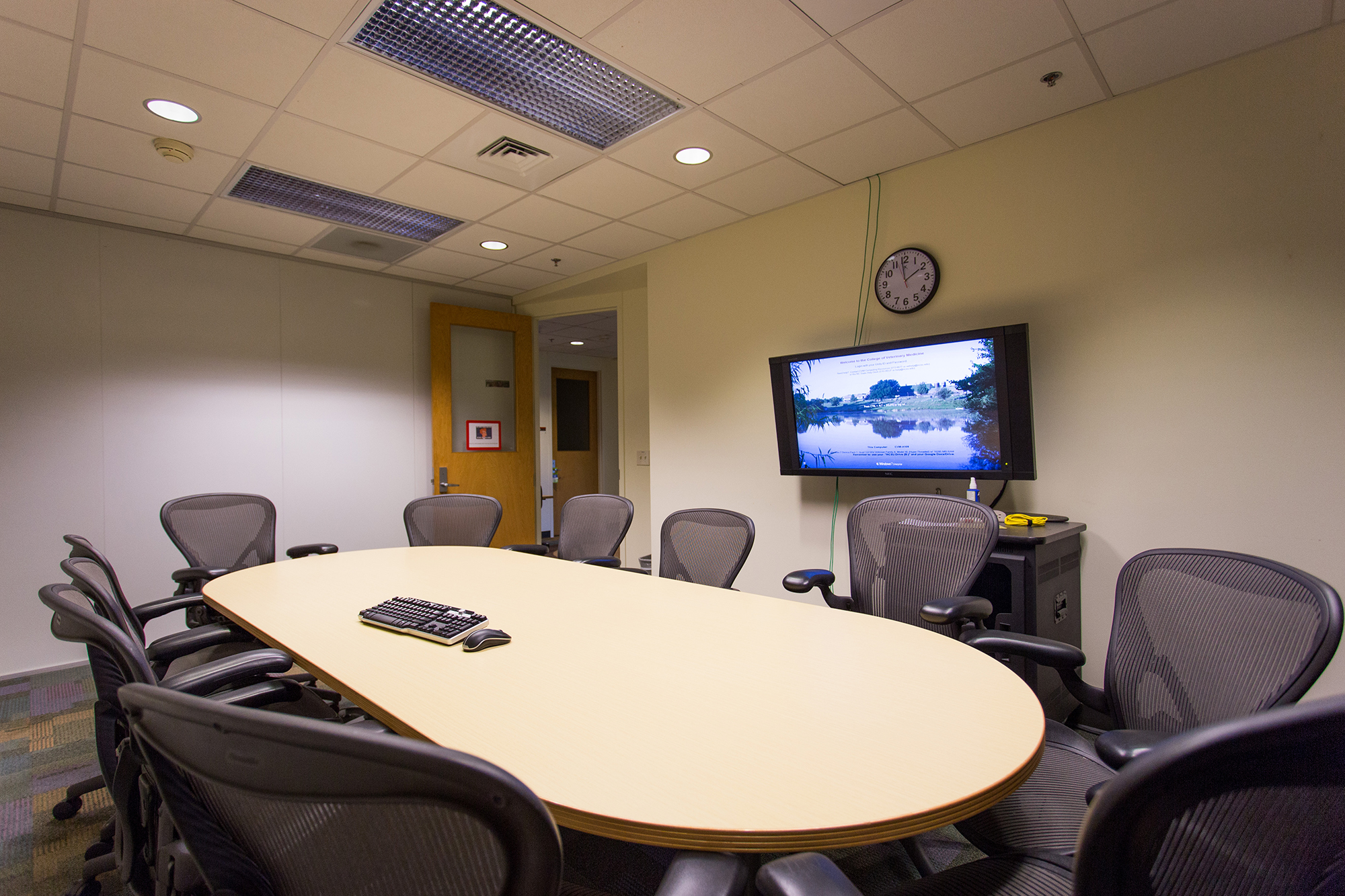 A conference room at the Veterinary Medicine Library at NC State